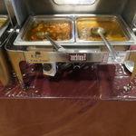 ルチラ - 料理写真:ビュッフェコーナーにはチェダーチーズチキンカレー、里芋カレー