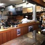 和食乃沙都使 - カウンターから厨房内をパシャ 平日の12時過ぎ