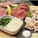 100792864 - 肉刺し3種盛り 980円 タン、ハツ、テッポー…だったっけか?