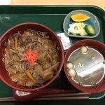 100799587 - 野菜たっぷり牛丼(漬物、味噌汁、ジェラート付き)600円