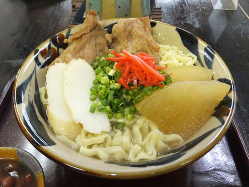 ニシムイそば - ニシム出汁は豚ダシ骨(2種類)をベースにて鶏ガラ及び鶏のある部位も入れるとその出汁にはたっぷりのコラーゲンが溶け出しています。