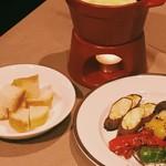 ロッジポール - まるごとカマンベールのチーズフォンデュ