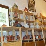 ニシムイそば - 企画コーナーは毎月テーマを決めて陶器、絵画、染め(紅型)など作家の作品を展示・販売を行なっております。