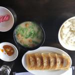 100811053 - 餃子定食