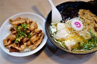 美志満 - 魚介塩らーめん 750円   ミニ鶏皮丼  250円