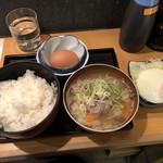 品川 ひおき - こだわり玉子かけご飯&豚汁+目玉焼き