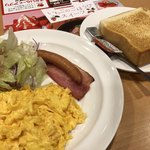 ガスト - 料理写真:スクランブルエッグ&ソーセージベーコンのモーニング499円