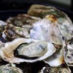 海辺の宿まるさん - 料理写真:プリップリの焼き牡蠣