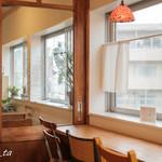 タビラコ - 窓側の席