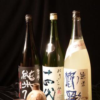 粋に一献。日本各地の季節の日本酒・焼酎もご用意しております