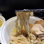 らーめん三極志 - 味玉つけ麺の麺リフト