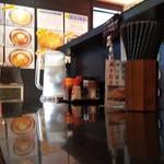 高田 煮干しと焼き味噌 豆亭 - カウンター席