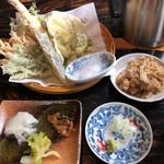蕎麦物語 遊山 - 旬の野菜と山菜織り交ぜた天ぷら