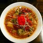 拉麺一匠 DEAD OR ALIVE - 死神オブザデッドが本日限定で振舞われた。唐辛子粉は少しだけ。スープに辛味が溶け込んでいます。