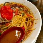拉麺一匠 DEAD OR ALIVE - 麺は菅野製麺所の切り刃12番のちょい平打ウェーブ。