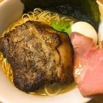 らーめん いのうえ - らーめん 大盛り 特製トッピング(豚バラチャーシュー、味玉、のり2枚) ¥800+300  豚バラチャーシューは炙ってあり、厚みも十分で150g程ありそう。