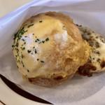 チーズ喫茶 吾輩は山羊である - チーズ・トースト(モントレージャック、コルビージャック、2種類のモッツァレラ、フレッシュ・モッツァレラ、レッドチェダー、パルメザン)