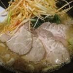 麺勇軒 - チャーシューラーメン(トッピング:辛ネギ)