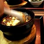 100852851 - 頂天石焼麻婆豆腐を豪快にかき混ぜてくれる