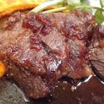 蕎麦と鶏 はんさむ - 日替わり定食のB牛ハラミステーキ1,180円アップ別角度