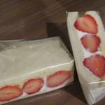 ニッタベーカリー - 苺のサンドイッチ