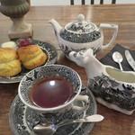 ザ スリー ベアーズ - スコーンと紅茶のセット
