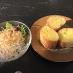 八景 - アーリーアフタヌーン¥2970(税込)…サラダとガーリックトースト