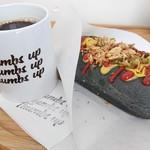 サムズアップ コーヒースタンド - 料理写真:ブラックドッグとコーヒー890円