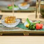 焼うお いし川 - ふかの煮凝り 紅芯大根の酢漬け 生カラスミ 菜の花の辛子和え