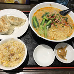 100875163 - 担々麺の半チャーハン、餃子セット 800円