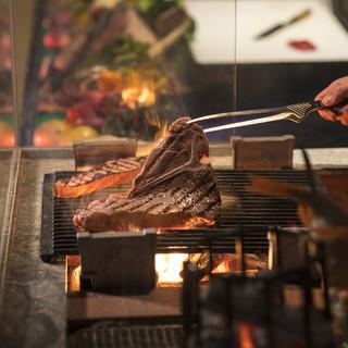 巨大炉端で焼き上げる新感覚の炉端料理