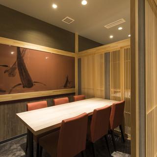 各種宴会から接待まで人数に合わせてご利用できる多彩な個室。