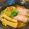 麺屋 卓朗商店 - 料理写真:魚介の風味がいい「醤油くん玉らぁ麺」