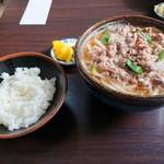 坂根食堂 - 料理写真:2019年1月 肉うどん大盛り(750円)と小ライス(180円)