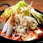 幸喜屋 - ホルモン鍋 濃厚なスープと新鮮なホルモンとの相性はバツグン! やみつきになる味。