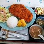 もろみや - ビーフェミナレーサ(牛かつ定食)(900円)ポテトフライがこの日はキャッサバ