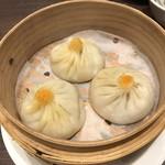 100885970 - 上海蟹 蟹味噌小籠包 3ヶ(840円)