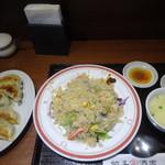 餃子酒家 - 炒飯選べるセット(カニレタス炒飯+野菜餃子5個)