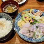 きーとどん - 鳥の唐揚げ&チャーシュー(880円)