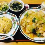 天龍坊 - 料理写真:五目あんかけ焼きそば(800円)+ 半チャーハンセット(200円)
