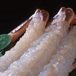 うまし宿 とト屋 - 料理写真:黄金色に輝く間人蟹のカニ刺しは、まるで真珠のよう…