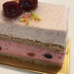 100900587 - 贅沢に使われた、洋酒とアロマローズ。大人のケーキ!