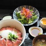 ヨスガ カフェ - 料理写真:ローストビーフ丼