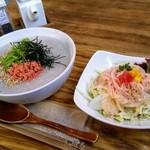 100904925 - 鮭と水菜のお粥を大盛りと、モーニングセットのサラダ