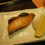 100906988 - 焼物:本日の魚、ハマチ塩焼き