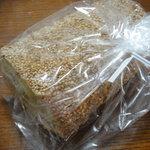10091130 - 薩摩芋と胡麻のロールパン、ハーフカット
