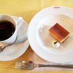 100910898 - コーヒーとプチドルチェ