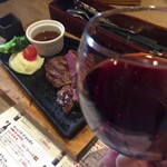 STEAK × WINE 肉バル LIMIT DISH - とても合う 赤ワインと赤身肉