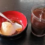 100911356 - サービスのわらび餅とアイスコーヒー