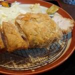 とんかつえびす庵 - 料理写真:『厚切りロースかつ定食200g』(税込み1400円)